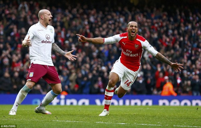 253FB83A00000578-2935220-Walcott_celebrates_scoring_his_first_Premier_League_goal_of_the_-a-9_1422808683897